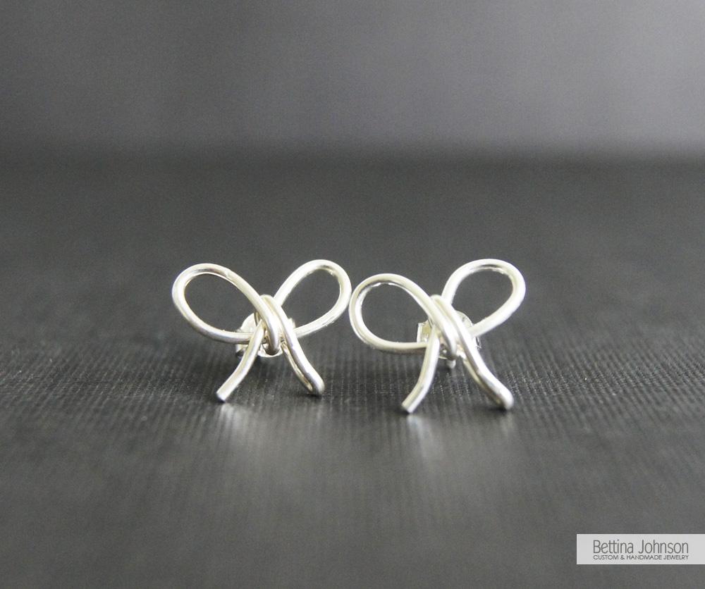Falling in love with bow earrings