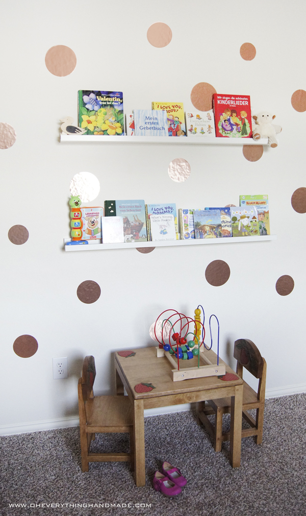 Diy kids room wall decor and book storage for Kids room wall decor